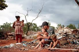IBGE: 52 milhões de brasileiros estão abaixo da linha da pobreza | VEJA